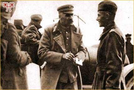 Piłsudski sa generalom Edwardom Smigly-Rydz tijekom bitke za Varšavu (1920.)