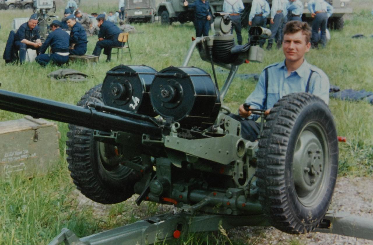 Luka Andrijanić, 19-godišnji branitelj Vukovara, je 24. kolovoza 1991. godine protuavionskim topom PAT 20/3 srušio dva zrakoplova G-4 iznad Borova Sela. Dva dana kasnije oborio je MiG-21 i još jedan G-4. Poginuo je 20. rujna 1991. prilikom miniranja terena.