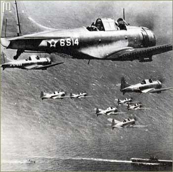 Obrušavajući bombarderi SBD Dauntless nad Koraljnim morem