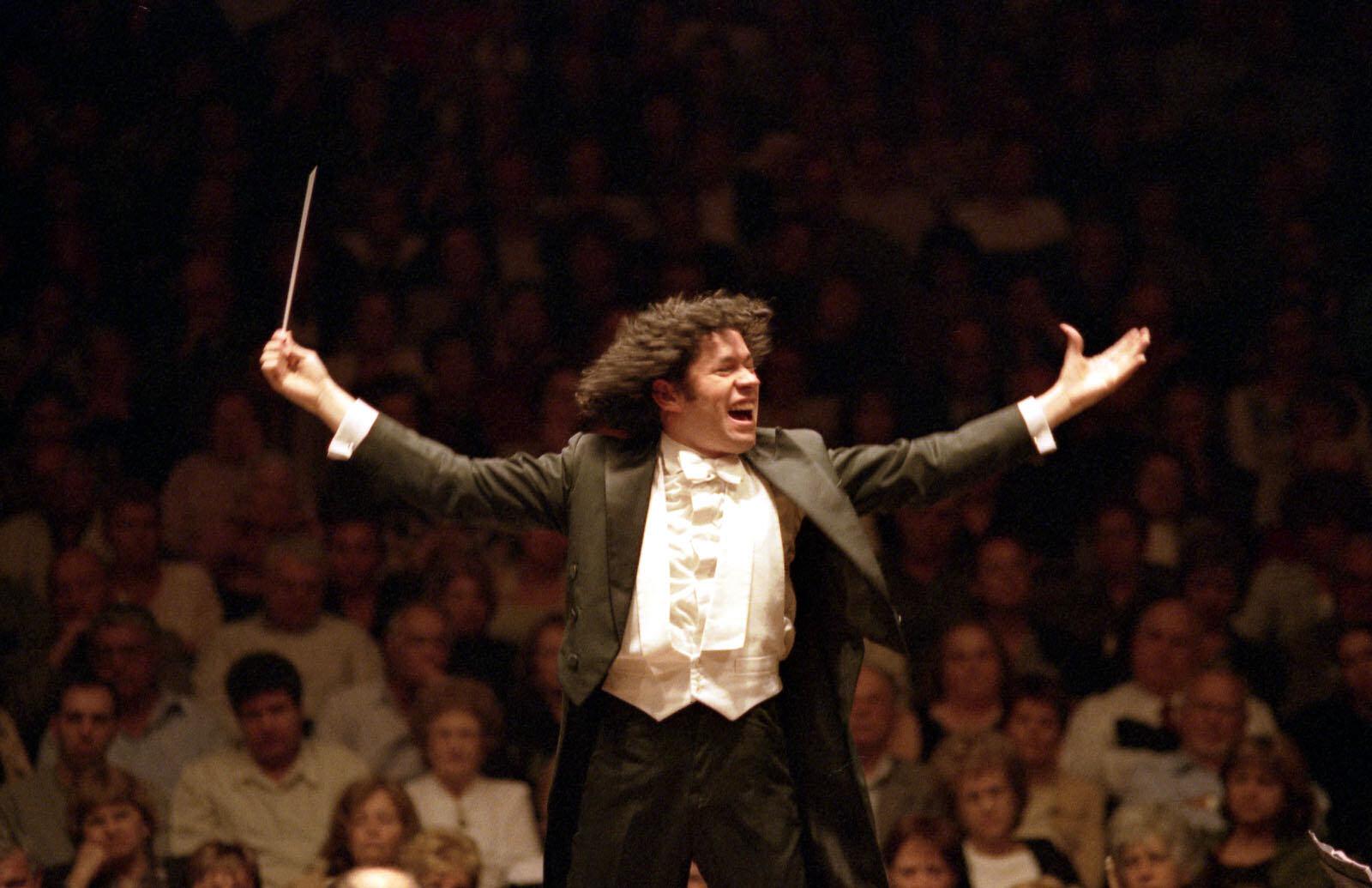 Gustavo Dudamel osvaja publiku i oduševljava glazbene kritičare koji ga nazivaju najnadarenijim i najzanimljivijim mladim dirigentom u vrlo dugo vrijeme