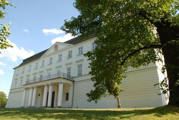 Rezidencija i imanje kneza Lichnowskog u tadašnjem Graetzu, danas Hradecu