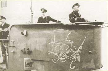 U-47 pred polazak na misiju (18.10.1939.) - na mostu su se crtežom narugali Chamberlainu