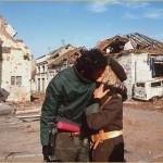 Srpski par poljupcem slavi pobjedu u Vukovaru