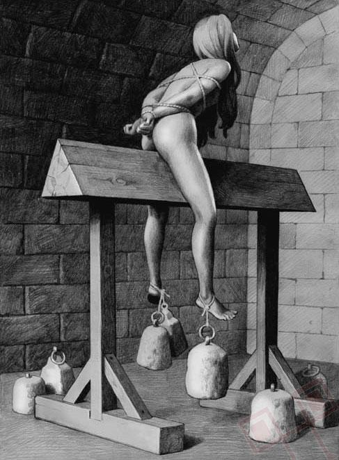 Jahanje piramide i sličnih geometrijskih tijela - nagi ispitanik sjedi na piramidi koja mu se zarezuje u tijelo pod sve težim utezima