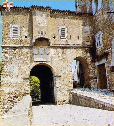 Romanička gradska vrata Motovuna