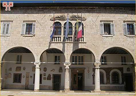 Gradska palača u Motovunu
