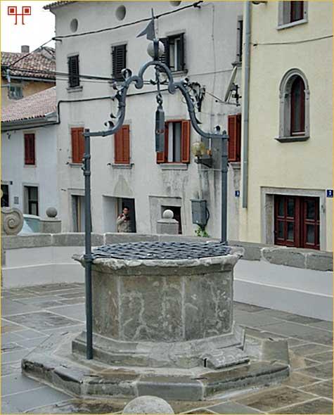 Cisterna na središnjem gradskom trgu Buzeta