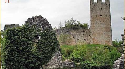 Pogled iz podnožja na Dvigrad