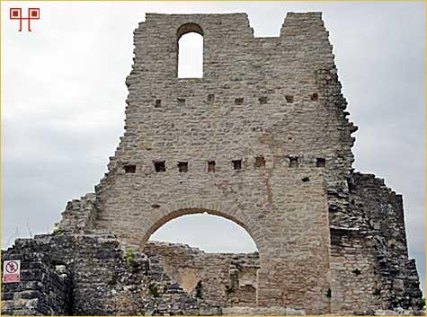 Ostaci crkve sv. Sofije na središnjem platou Dvigrada
