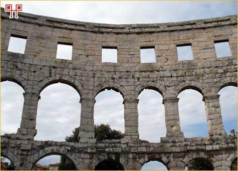 Izgled vanjskog plašta amfiteatra u Puli