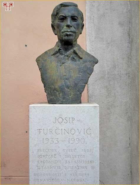 Bista Josipa Turčinovića ispred pavlinske crkve i samostana