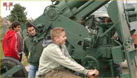 Učenici su isprobali rukovanje topovima