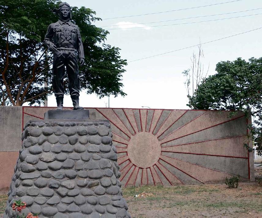 Spomenik kamikazama pokraj grada Mabalacata - mjesta sa kojeg je poletjela prva skupina kamikaza 1944. godine