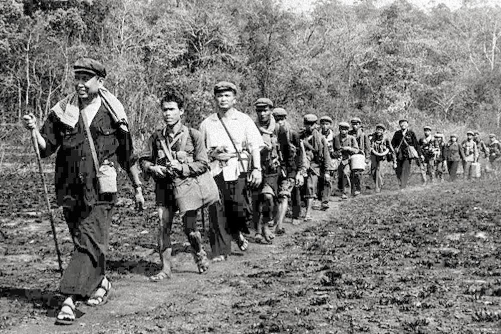 Pol Pot na čelu kolone
