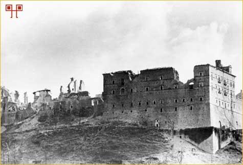 Benediktinski samostan Monte Cassino (Italija) nakon savezničkog bombardiranja 1944. godine