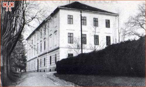 Ivan pl. Radić je na početku karijere radio na učilištu u Križevcima