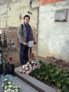 Čaruga je pokopan na groblju sv. Ane u Osijeku (na fotografiji Vlatko Smiljanić, listopad 2011.)
