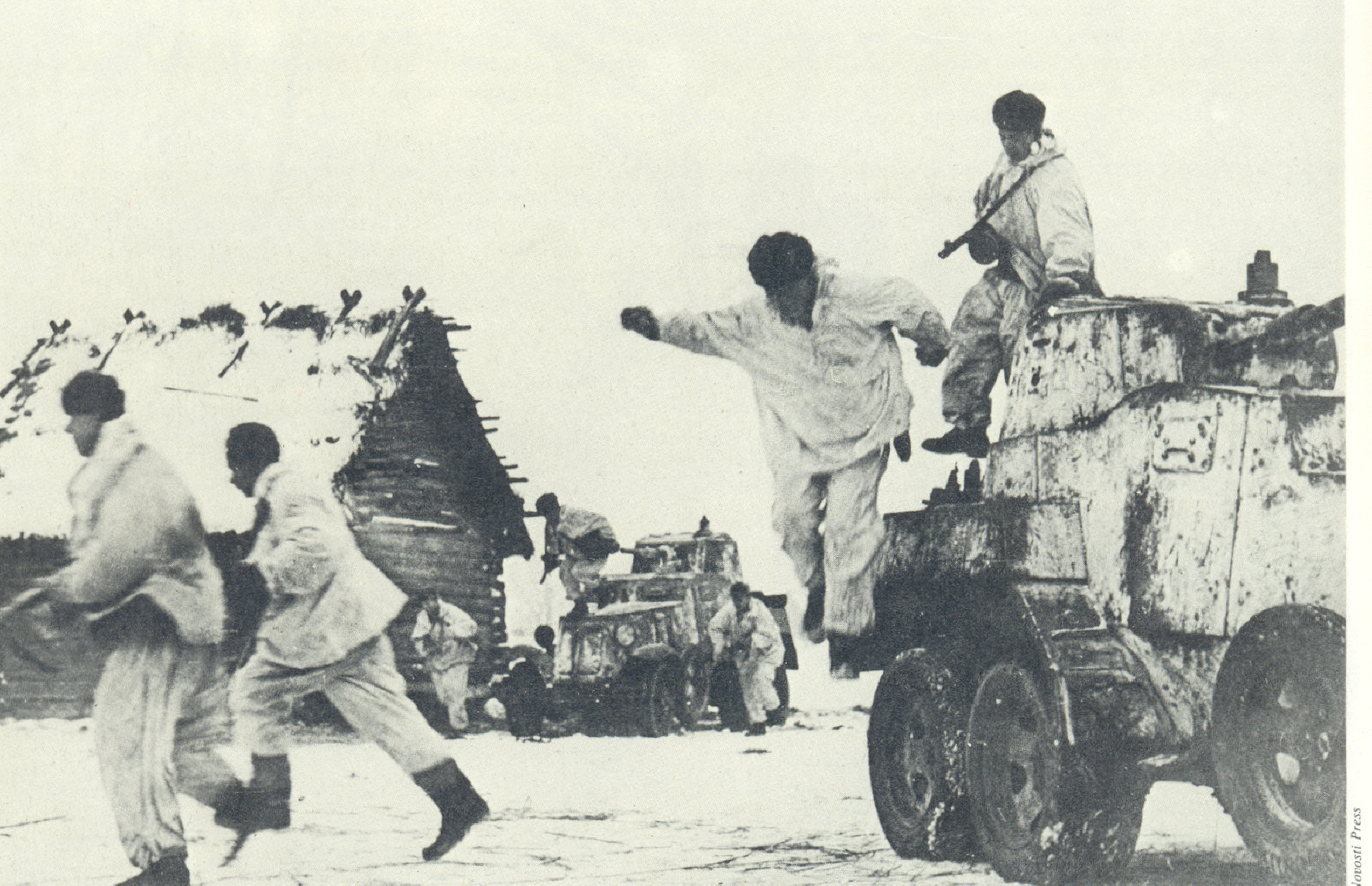 Sovjetsko motorizirano pješaštvo napada