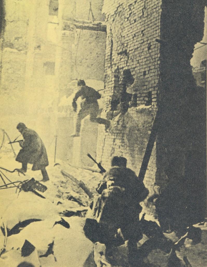 Sovjetsko pješaštvo u borbi među staljingradskim ruševinama