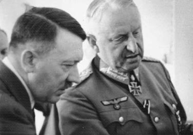 Hitler i Manstein pretresaju operativne mogućnosti