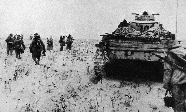 Njemačka kolona u pokretu prema neprijatelju