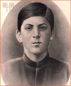 Staljin snimljen 1894. godine (star oko 15 godina)