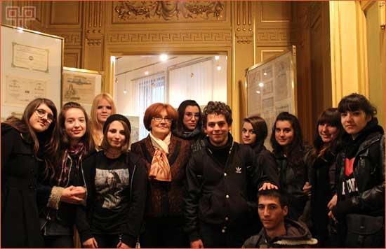Učenici 3.E razreda ŠPUD-a s profesoricom Smiljanom Lazić Marinković u Hrvatskom bankovnom muzeju PBZ u Zagrebu.