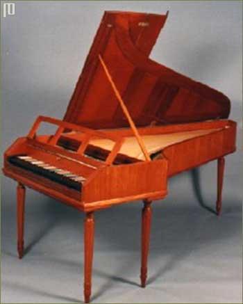 Suvremena replika fortepiana izgrađena po uzoru na fortepiana graditelja Steina. Ovaj fortepiano ima oko 5 oktava. Kutija je od mahagonija.