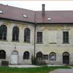 Dvorac Sveti Križ Začretje svoj je današnji izgled dobio u 19. stoljeću