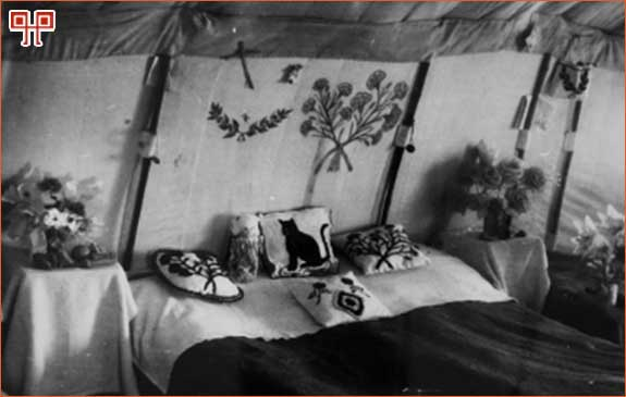 Slika 12: Unutrašnjost šatora. [30. http://www.hismus.hr/hrvatski/glavna.htm (pristupljeno 10. lipnja 2011.)]