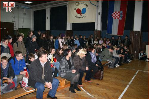 Popodnevna smjena slusa predavanje o Vukovaru