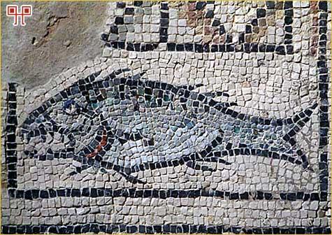 Mozaik s prikazom ribe iz najstarijeg oratorija uz Eufrazijevu baziliku u Poreču
