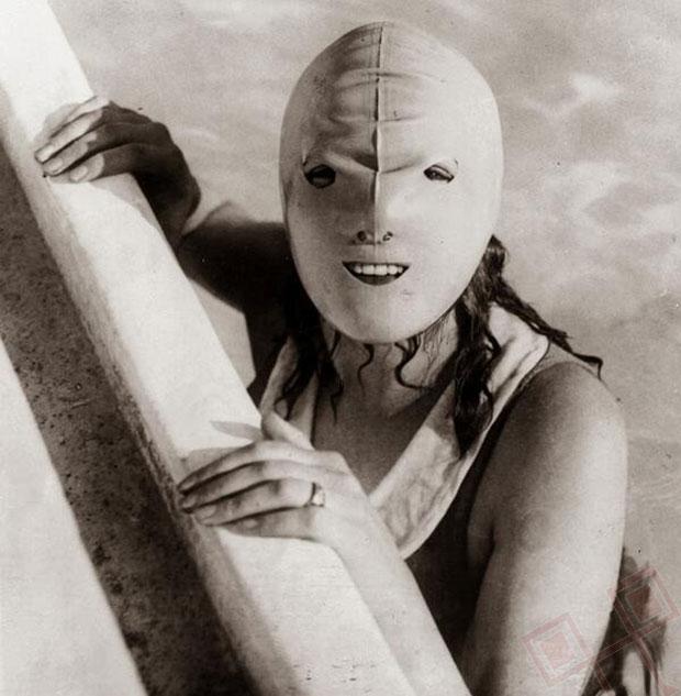 Ovom su maskom tijekom 1920-ih pokušali zaštititi lice od sunca prilikom plivanja