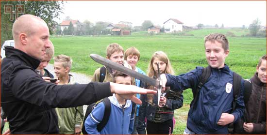 Koliko je težak srednjovjekovni mač?