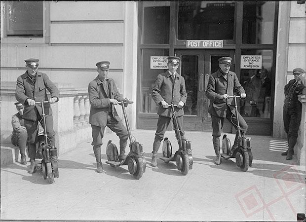 Poštari na skuterima (1917.)