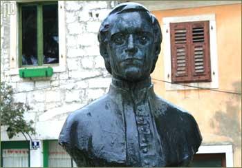 Spomenik Juraju Dobrili u Poreču