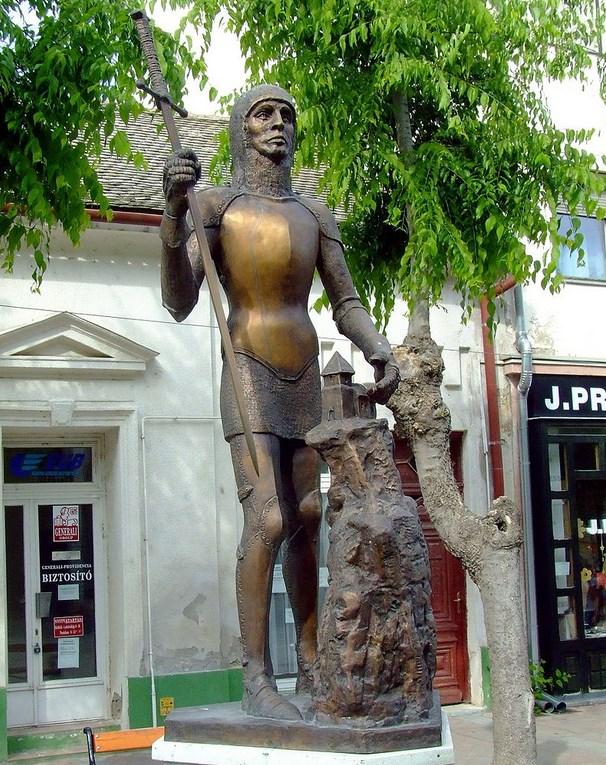 Kip Ugrina Csáka (?–1241) u Kalocsi. Autor: Csilla Halassy (2000.)