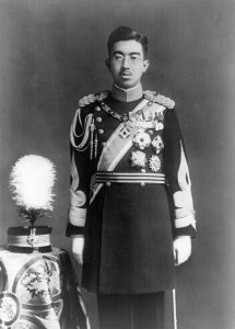 Japanski car Hirohito u paradnoj uniformi.